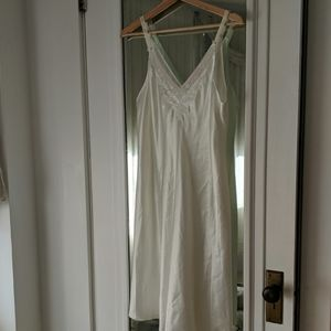 Oscar De La Renta Silky White Lace Trim Night Gown